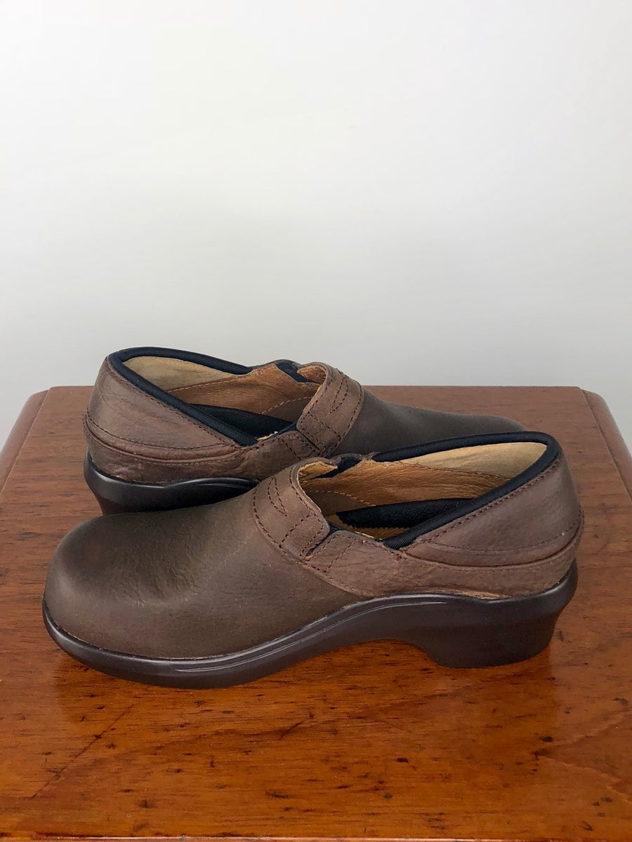 Ariat Santa Cruz Clog in Walnut - Side View