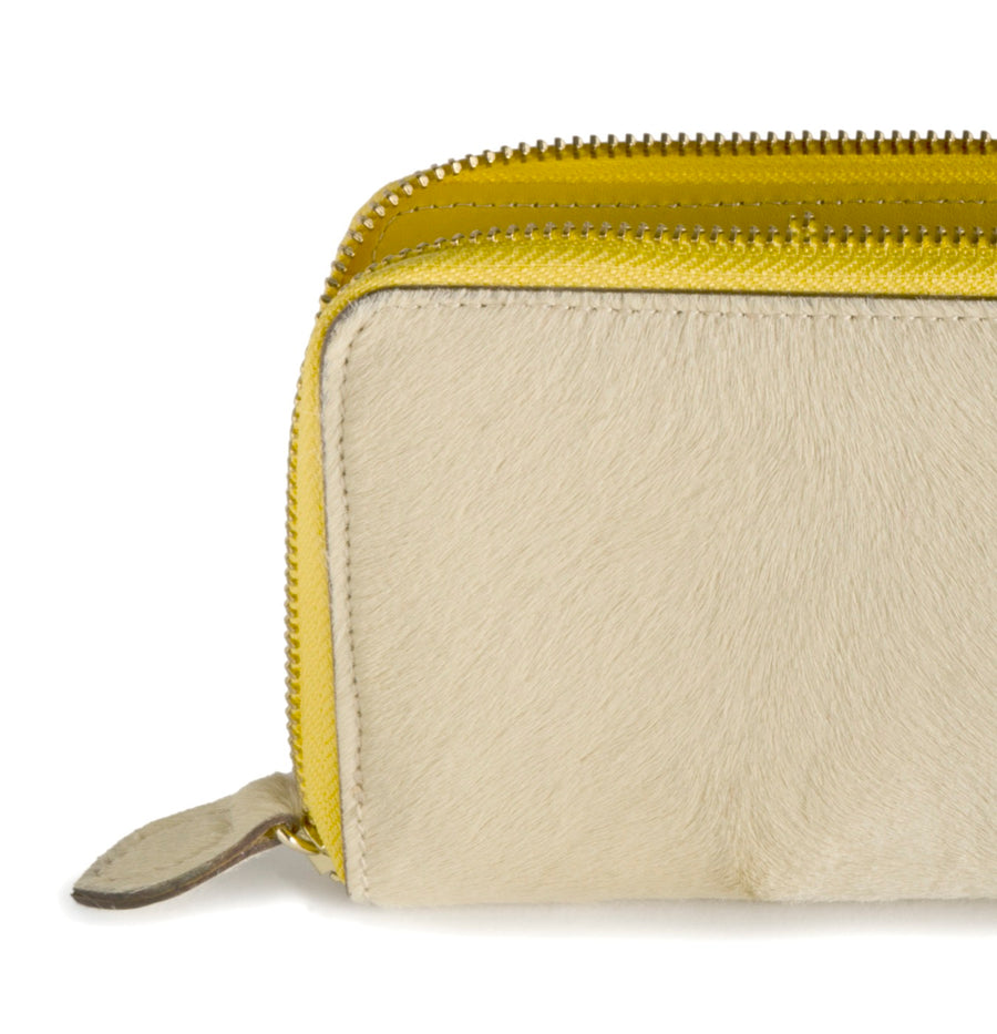 Oughton Limited Carteret Haircalf Wallet in Creme and Yellow -  Close Up Zipper View