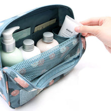 Hanging Toiletry Organizer | numinous.co