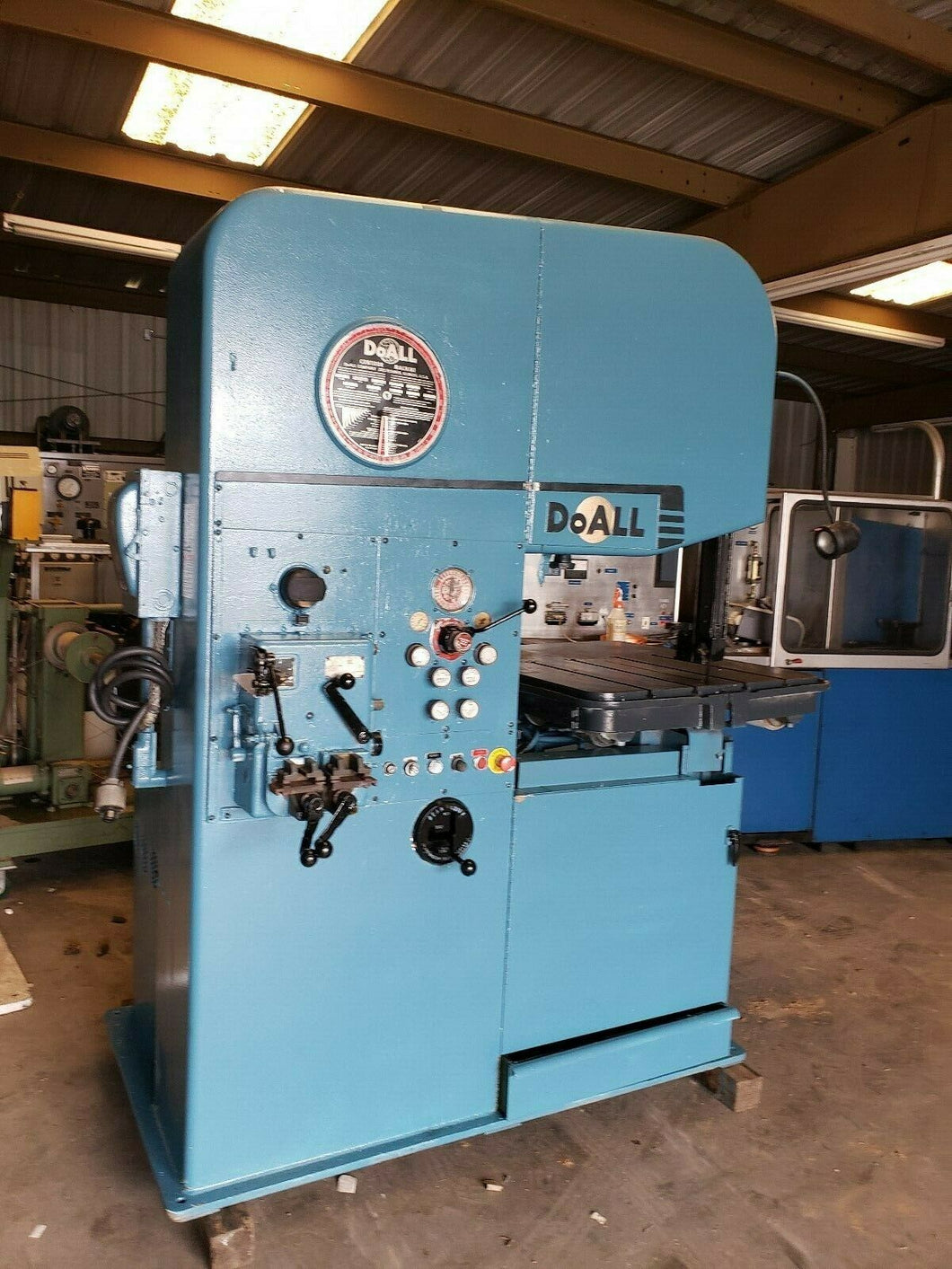 DOALL VERTICAL BANDSAW MODEL 26-3, 40-10,800 FPM, 32