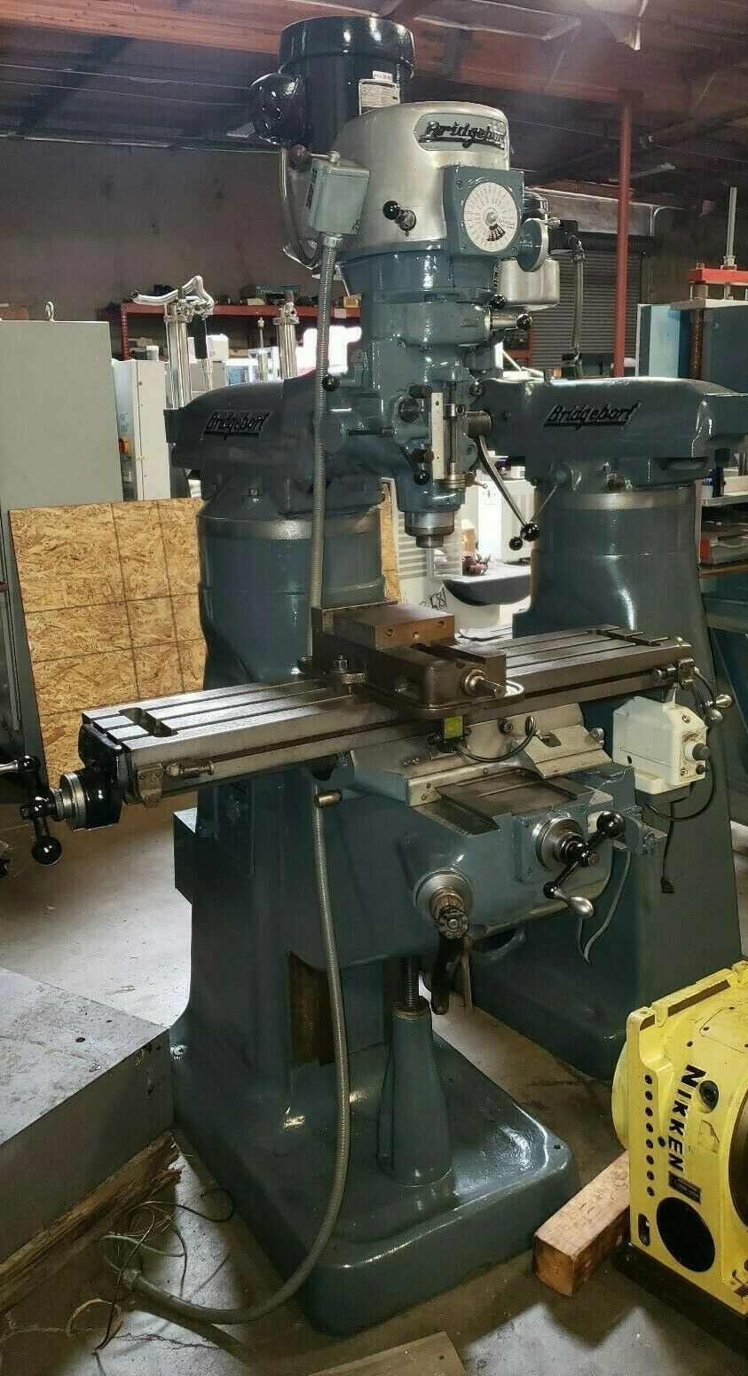 BRIDGEPORT VARI SPEED MILLING MACHINE WITH IMPECCABLE CHROME WAYS / POWER FEED