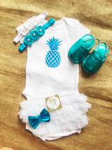 Pineapples / Piñas Baby Set $29