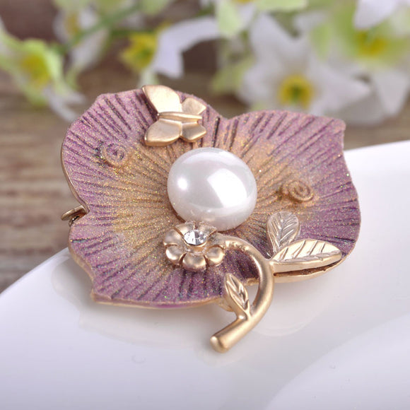 Elegant Rose Gold Plated Flower Brooch With Pearl