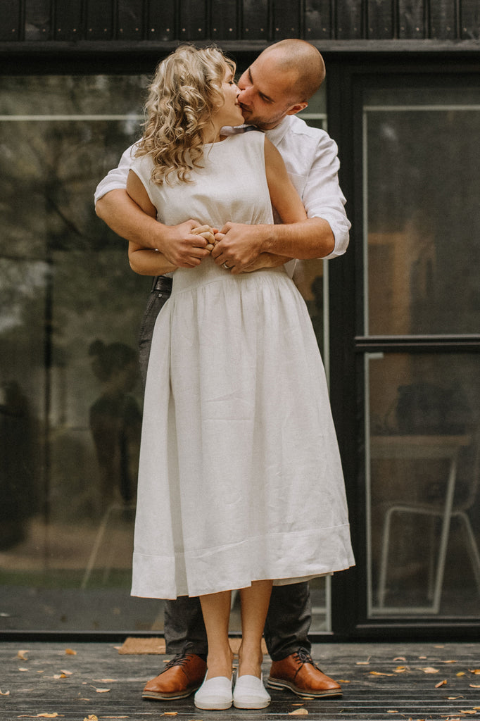Country-Rustic Linen Wedding Dress