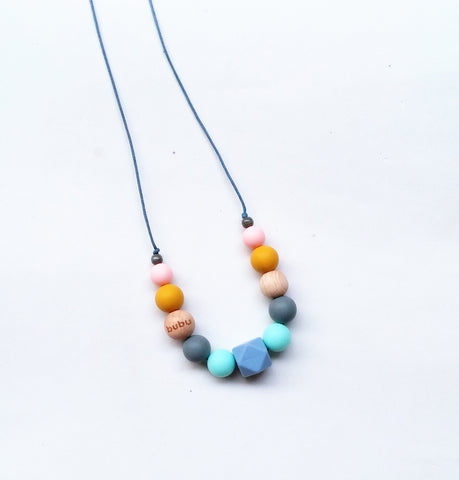bubu collar de lactancia en direfentes colores made en barcelona teething necklace