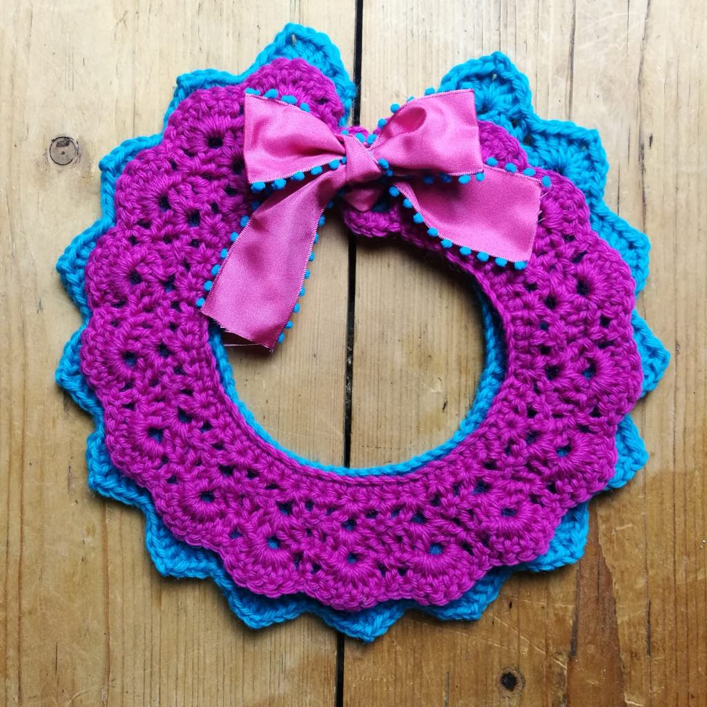 crochet collar ganchillo cuello azul y rosa Frida Kahlo with satin ribbon