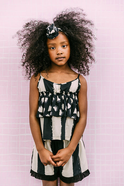 From Noé Zoë the carmen top is made from thin and comfortable viscose fabric. It has a v-neck, double-layered fabric and a loose fit. at konfetti kids the shop for kids in barcelona. konfetti kids es una tienda para niños en barcelona