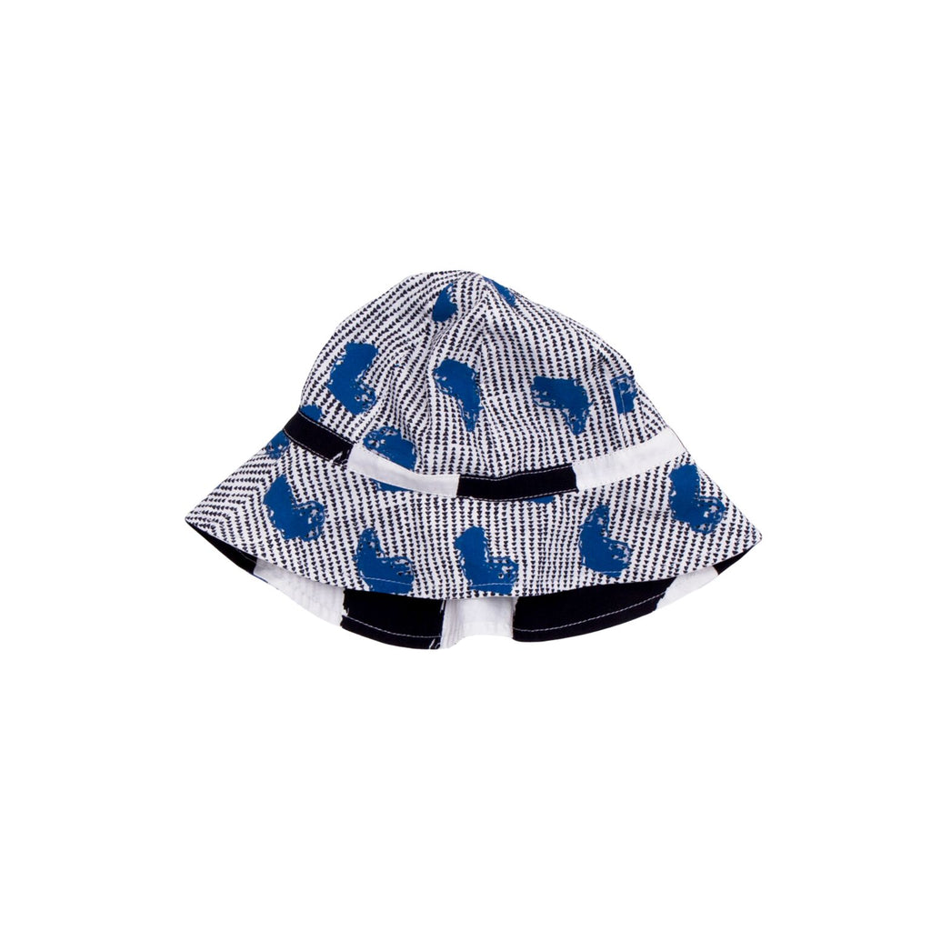 "This cute summer hat from Noé & Zoë has a large brim and drawstring to tie up. Featuring the ""Africa"" pattern. Available in the shop for kids KONFETTI kids in Barcelona. Konfetti kids es una tienda para niños en barcelona"