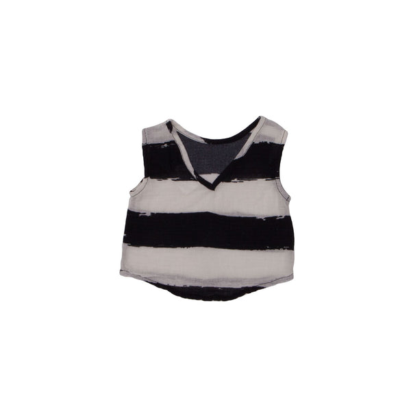 From Noé Zoë this top made from airy fabric. It has a crew neck in front, a v-neck in the back and a loose fit.  Materials 100% Cotton at konfetti kids the shop for kids in barcelona. konfetti kids es una tienda para niños en barcelona