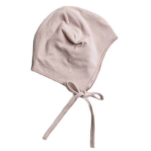 From Gray Label this comfy baby hat with drawstrings made from the softest organic jersey.