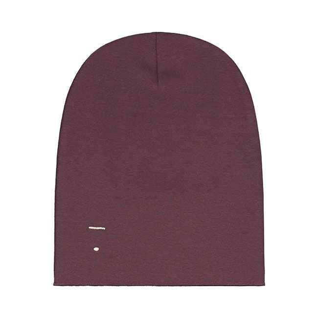 gray label beanie in Plum