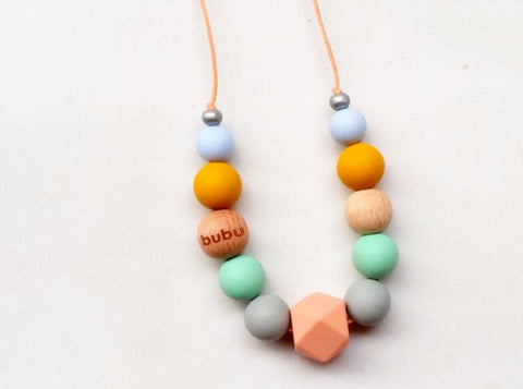 bubu collar de lactancia en colores pasteles made en barcelona teething necklace
