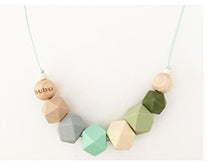 bubu collar de lactancia en verde made en barcelona teething necklace