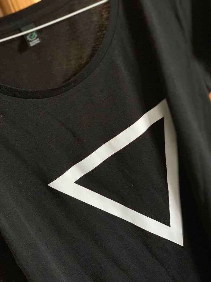 Black tee with white triangle (uk 14)