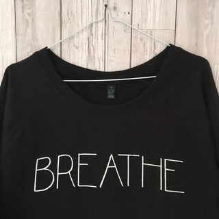 Breathe sweatshirt caps font (small, size uk 10)