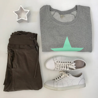 Mint aqua star on light grey sweat