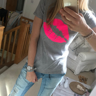 Neon pink lips on grey tee (M)