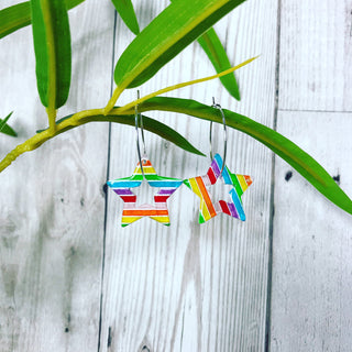 Rainbow star outline hoop earrings 🌈