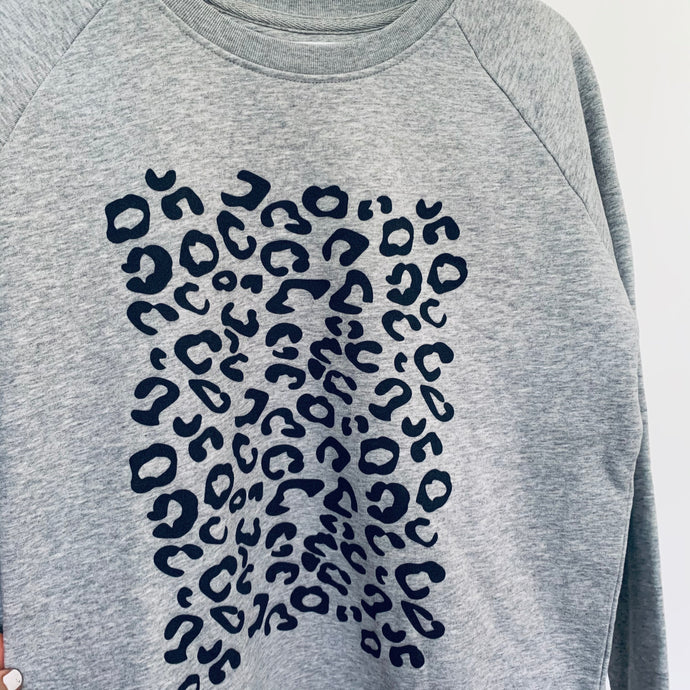 Grey animal print sweatshirt (m)