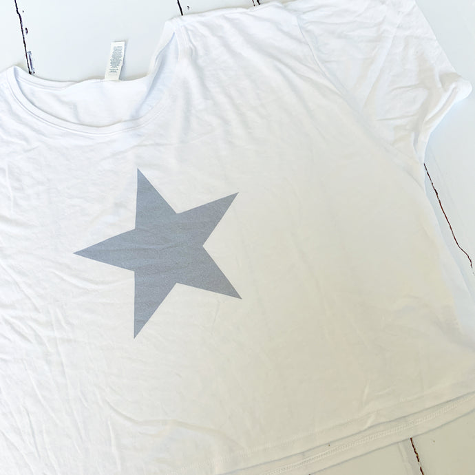 Grey star on white cropped tee