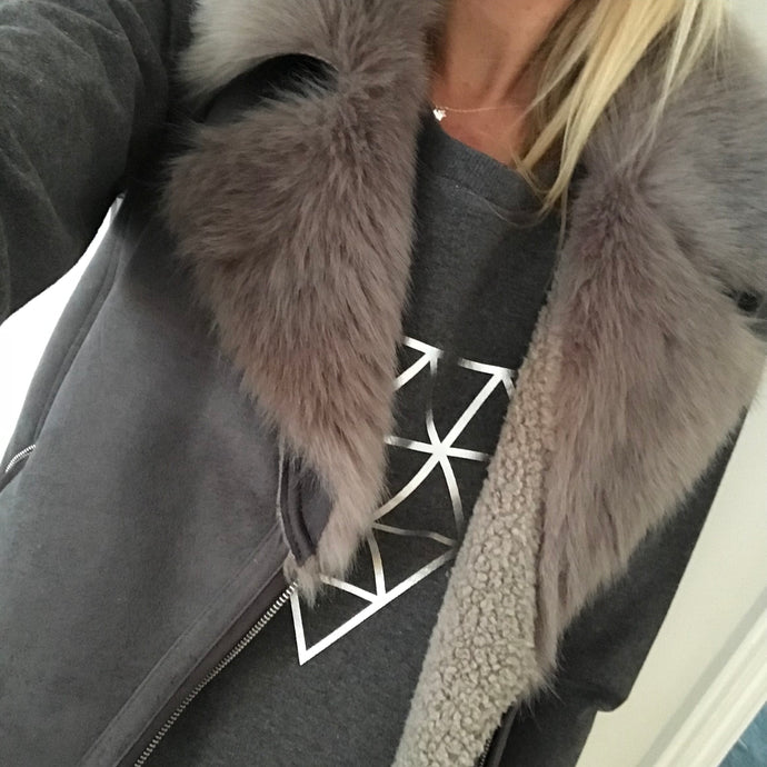 Silver pyramid on a dark grey sweat (M)