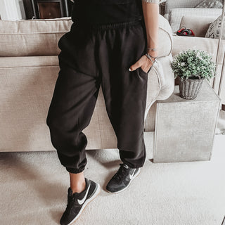 Black super slouchy joggers *new*