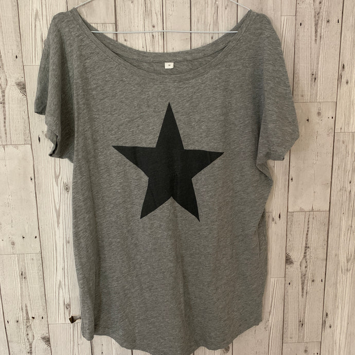 Black star on a grey tee (size 12)