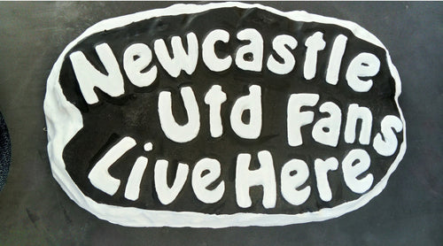 Newcastle Utd Supporters' Plaque, Black with White Border