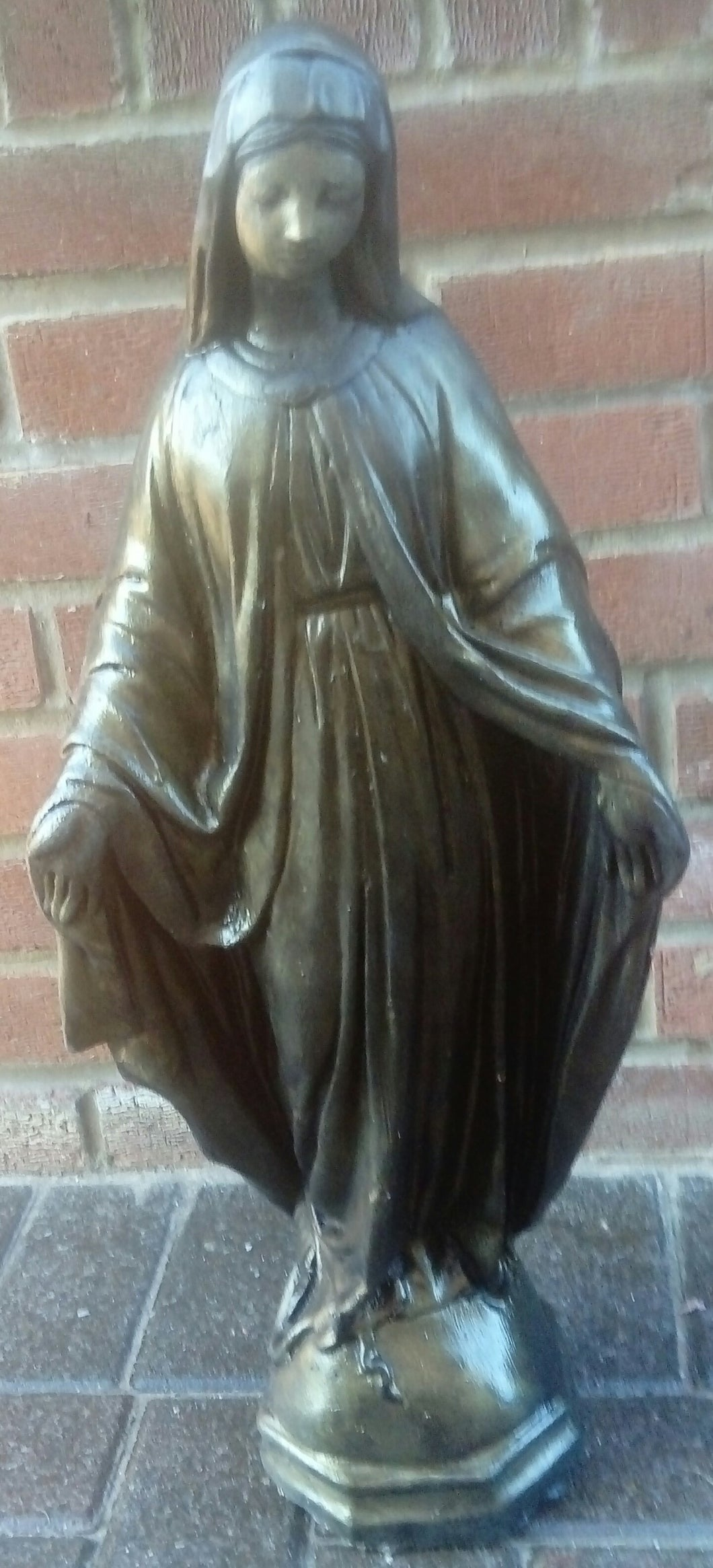 Angel/Mary byStatue