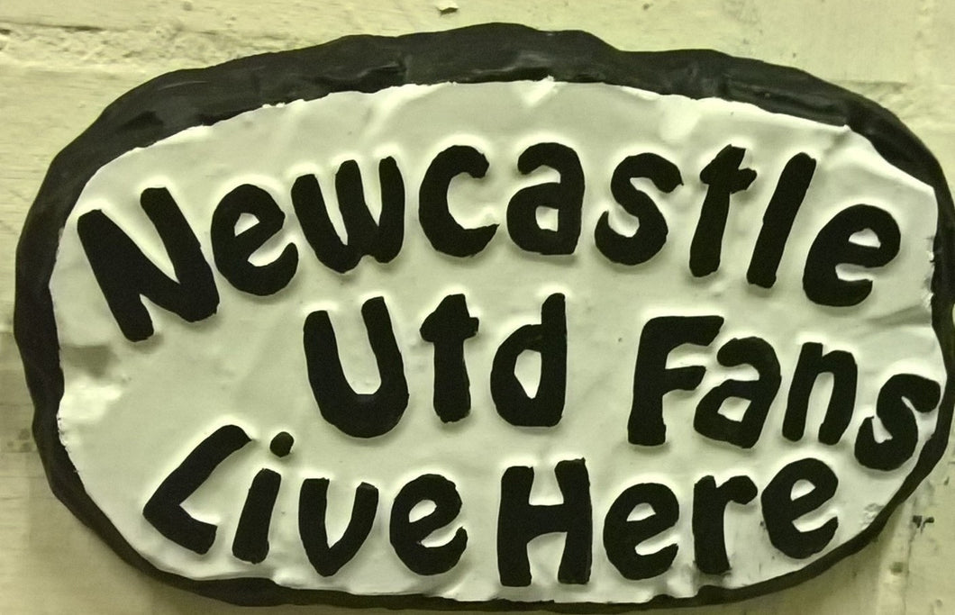 Newcastle Utd Supporters' Plaque, White with Black Lettering