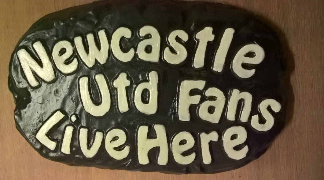 Newcastle Utd Supporters' Plaque, Black with White Lettering