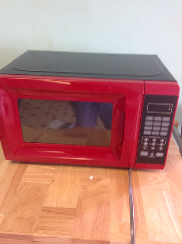 Hamilton Beach 0.7 cu ft Microwave Oven, Red EM720CGA-R