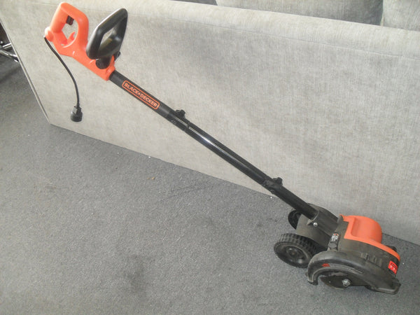 KZ BLACK+DECKER LE750 Edge Hog Electric Landscape Edger **USED**