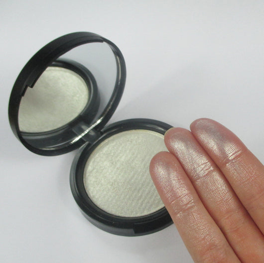 Luna Glow Highlighter SUPERSIZE Compact