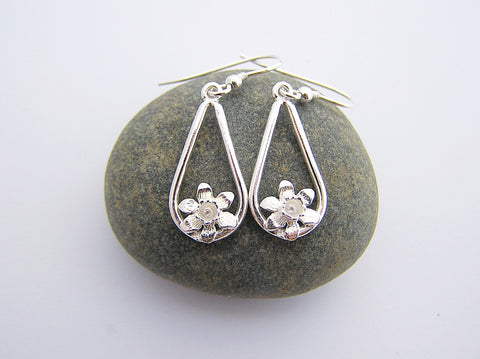 STDAVIDS.WALES:Sterling silver Daffodil drop earrings:Celtic Treasure:Earrings