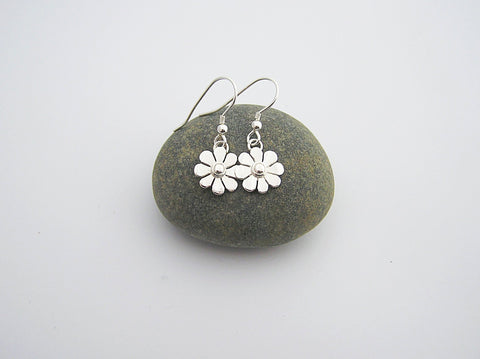 STDAVIDS.WALES:Sterling Silver Daisy Earrings:Celtic Treasure:Earrings
