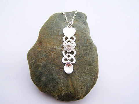 STDAVIDS.WALES:Sterling Silver Lovespoon Pendant with Daffodil:Celtic Treasure:Necklace