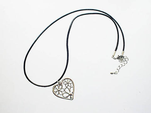 STDAVIDS.WALES:Flower heart pendant:Ffigys Designs:Necklace