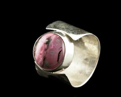 STDAVIDS.WALES:Ring Hammered Cabochon:Midas Touch Jewels:Rings