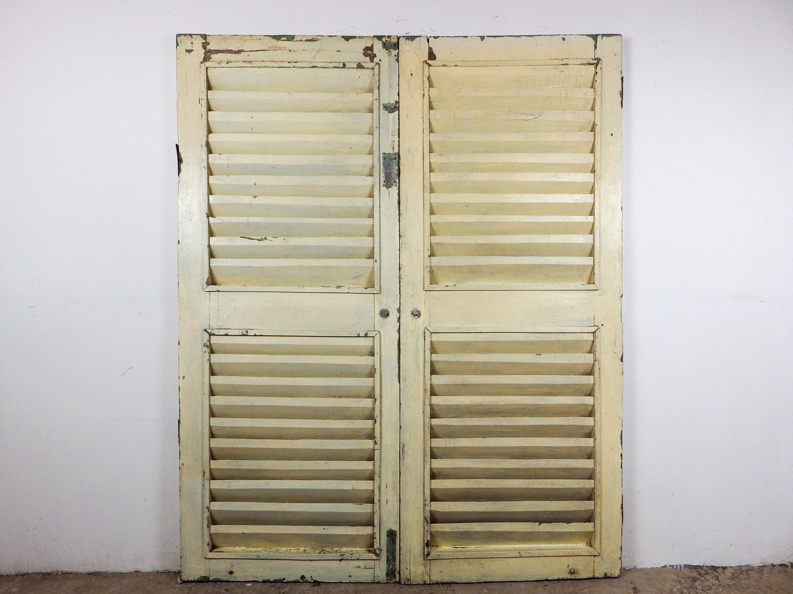 MILL-894/1 Pair of Wooden Shutters C8