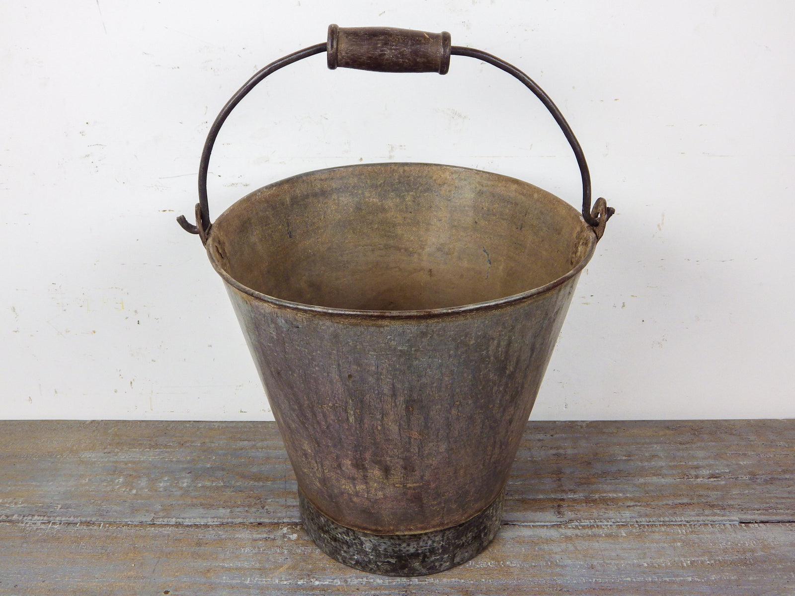 MILL-698/4 Large Metal Bucket C8