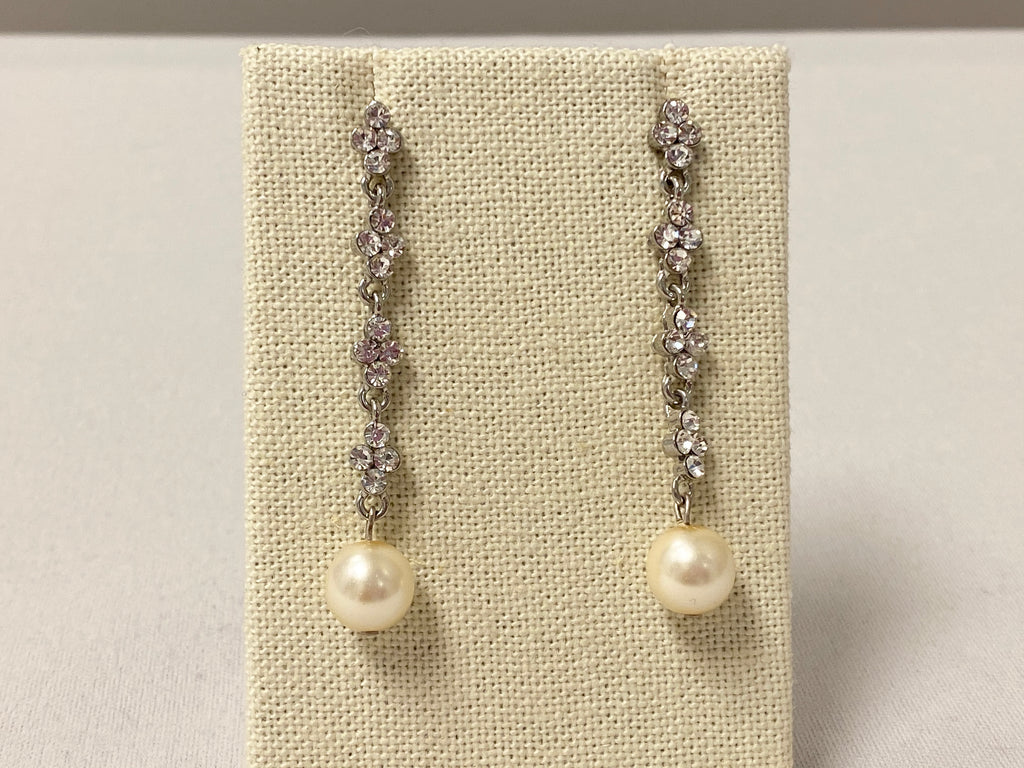 long dangle earring with pearl