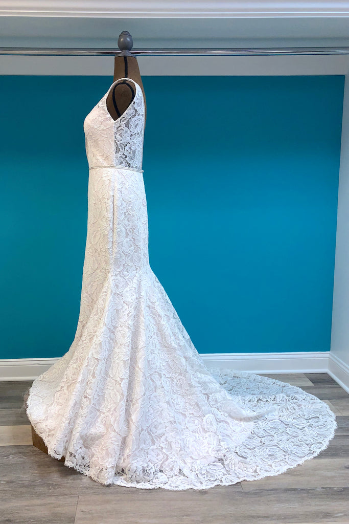 Paloma Blanca Style 4792 - The Persnickety Bride