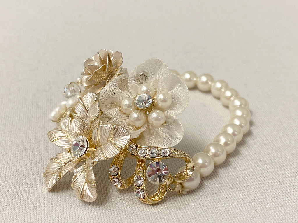 Triple Flowers Pearl Bracelet - The Persnickety Bride