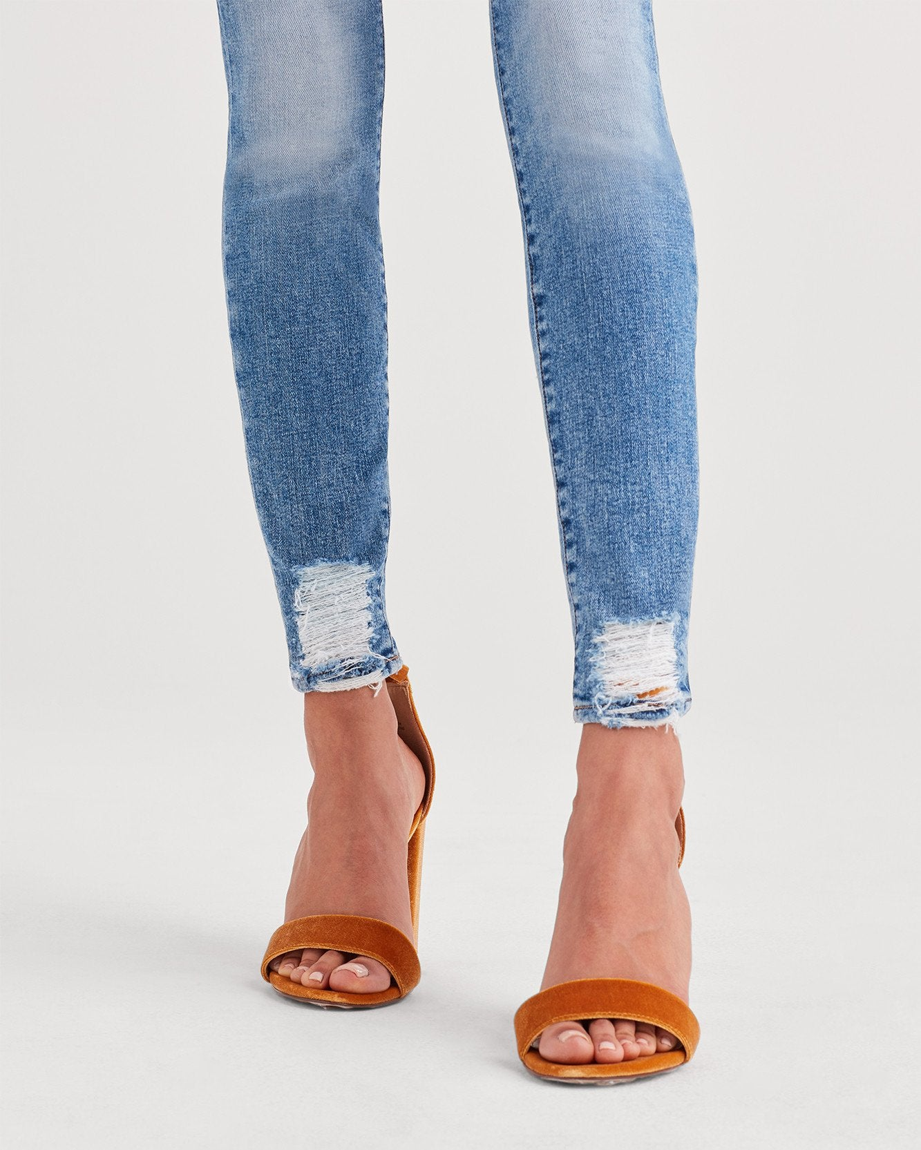 Ankle Skinny with Destroyed Hem