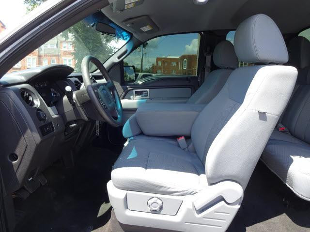 Ford F-150 40/20/40 Front Seats with No Cupholders
