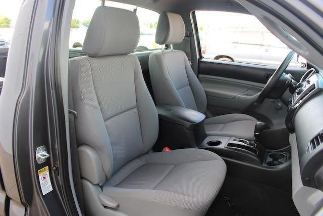 Toyota Tacoma Buckets Seats (Single Cab) with a Passenger Table
