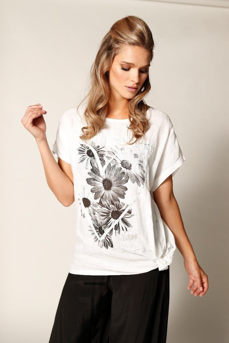 Groovie Feeling Flowered Heart Top