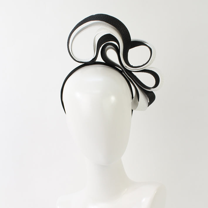 Jendi fascinator 01-180 Black and white