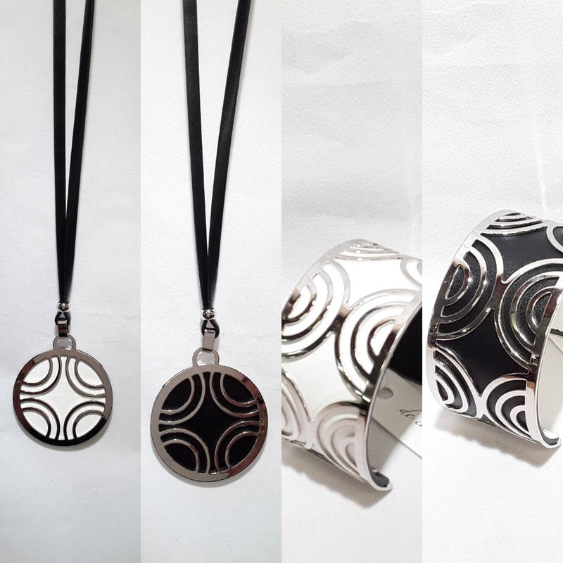 De Cavalier reversible black and white bracelet  070 matching reversible necklace available